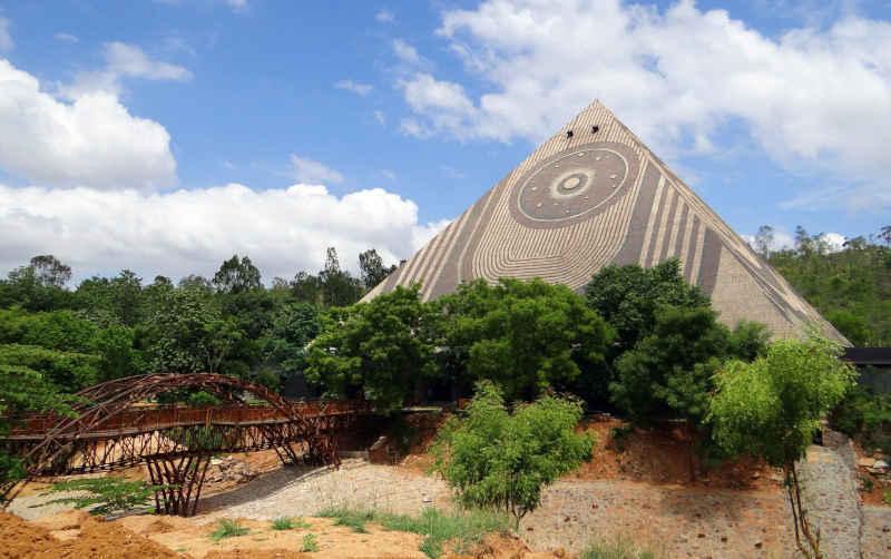 Etat, działalność gospodarcza czy MLM - piramida finansowa