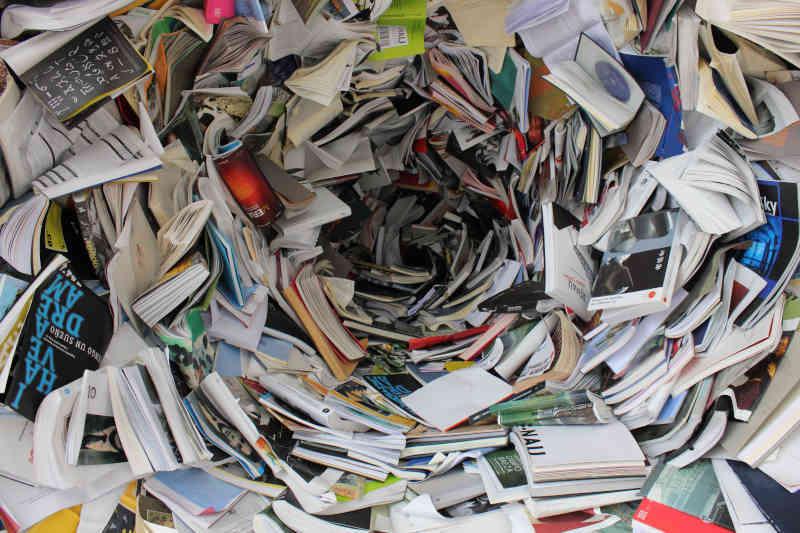 Etat, działalność gospodarcza czy MLM - wir książek
